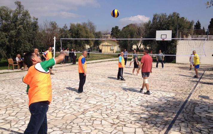 Öğretmen ve öğrencilere voleybol turnuvası morali