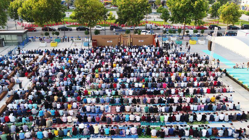 Bayram namazı bu yıl da Demokrasi Meydanında!