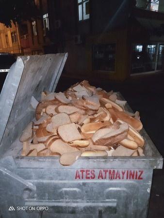 Market çalışanları onlarca ekmeği çöpe attı!