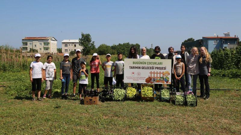 Çocukların atıl araziye ektiği tohumlar ürün verdi