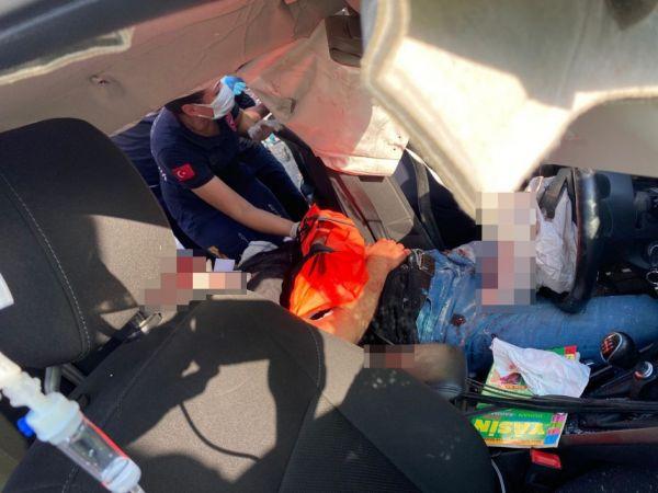 Ters şeride girip işçi servisine çarptı: 14 yaralı!