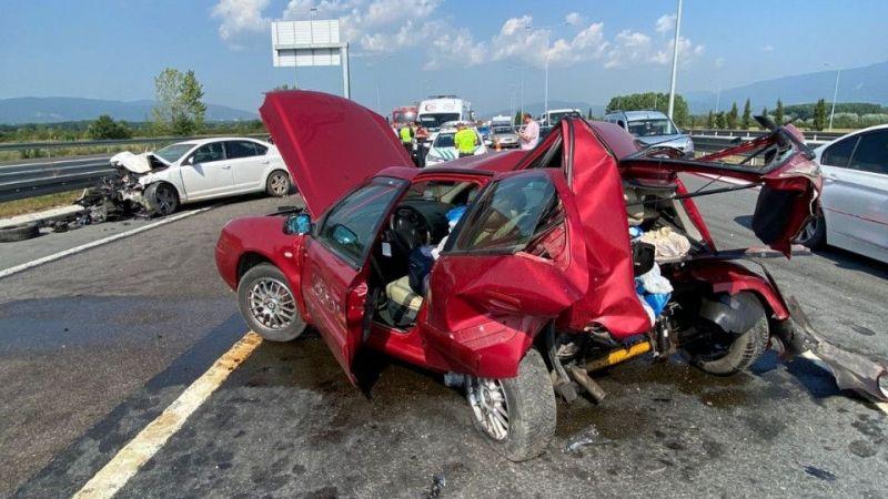 Yeni otoyolda feci kaza : Yaralılar var!