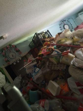 Bir evden 4 kamyon çöp çıktı