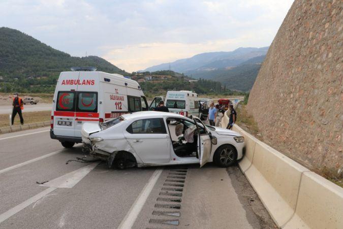 Feci kaza: Anne ve 2 oğlu öldü, baba ve oğlu yaralı