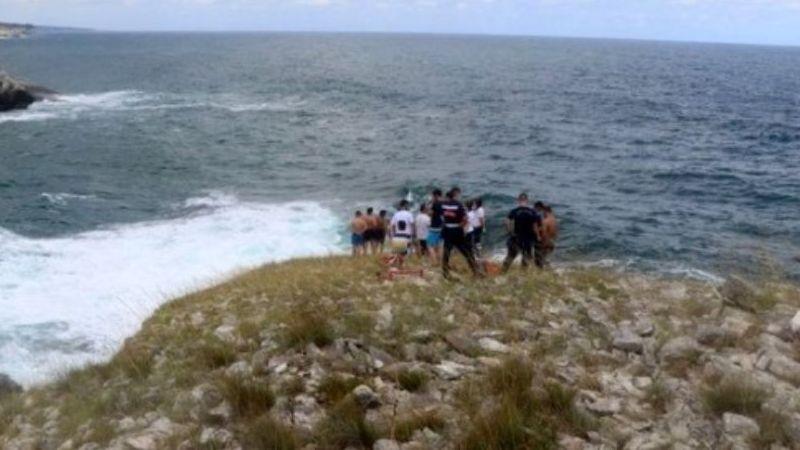 Fotoğraf çekilirken dalgalara kapıldı!