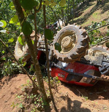 Traktörün altında kalan sürücü ağır yaralandı