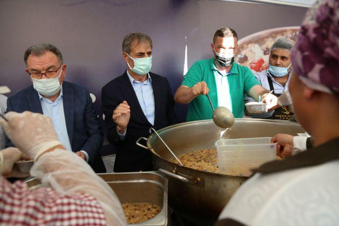Serdivan'da damaklar aşureyle tatlandı