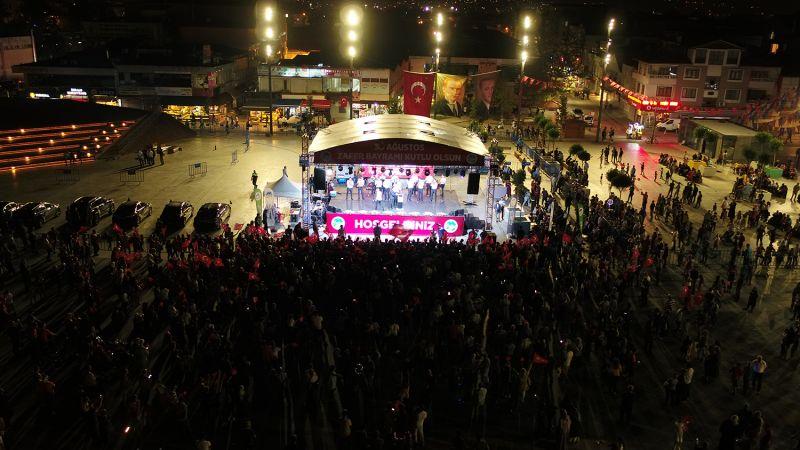 Meydanda bu akşam Zafer Bayramı kutlaması var