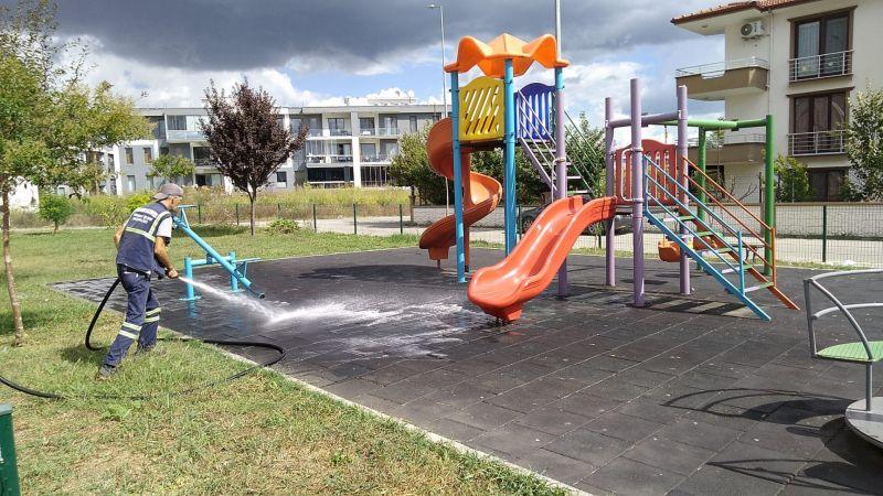 Serdivan'da parklar dezenfekte ediliyor