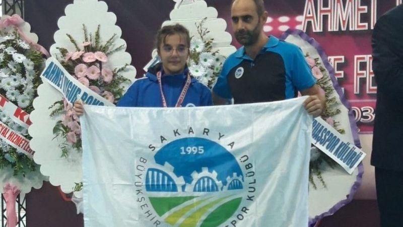 Sakaryalı sporcular Elazığ'da madalyaları topladı