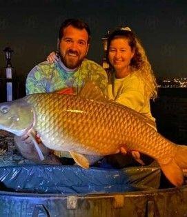 Sakaryalı çift dev sazan balığı yakaladı