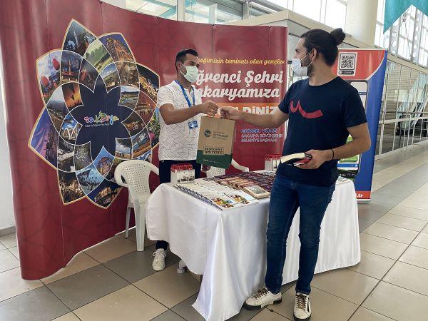 SAÜ ve SUBÜ'de eğitime başlayacak öğrencilerr karşılama