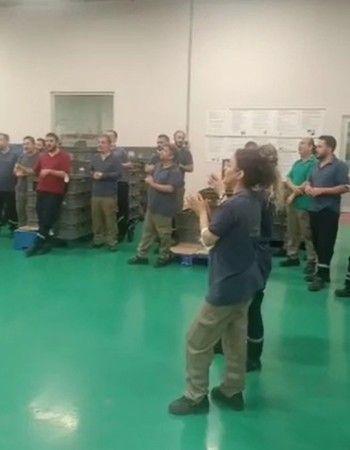 Otomotiv Fabrikası'nda işçiler kendini fabrikaya kilitledi