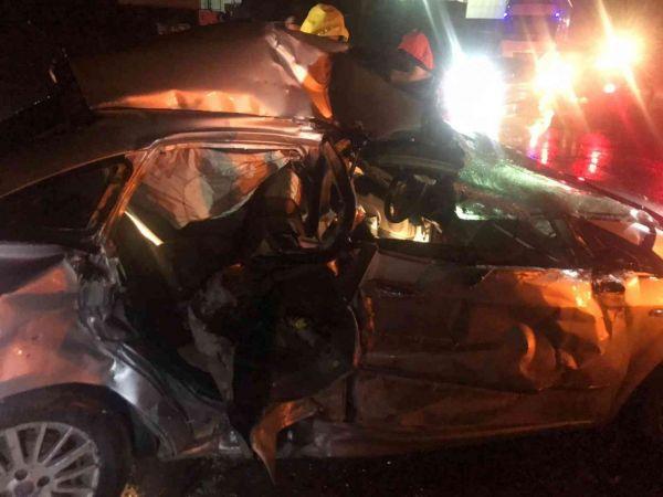 Tır ile otomobil çarpıştı: 3 yaralı