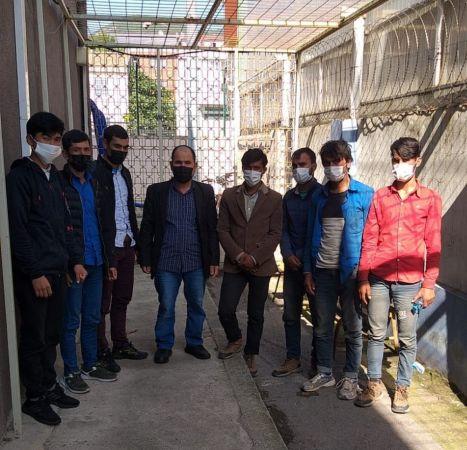 Durdurulan 2 otomobilde 8 düzensiz göçmen yakalandı