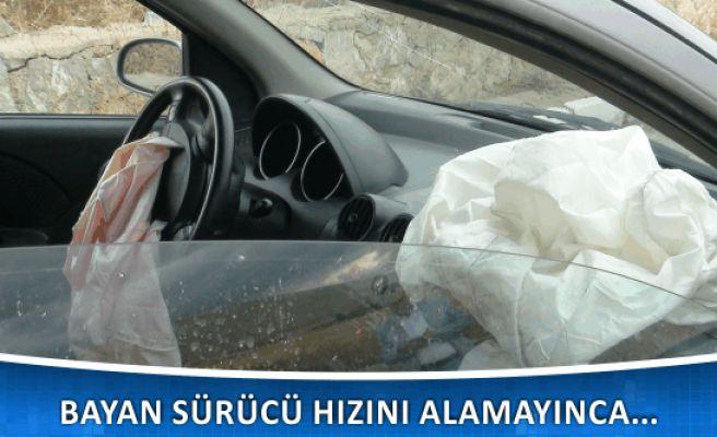Bayan Sürücünün Kullandığı Otomobil Beton Bariyerlere Çarptı