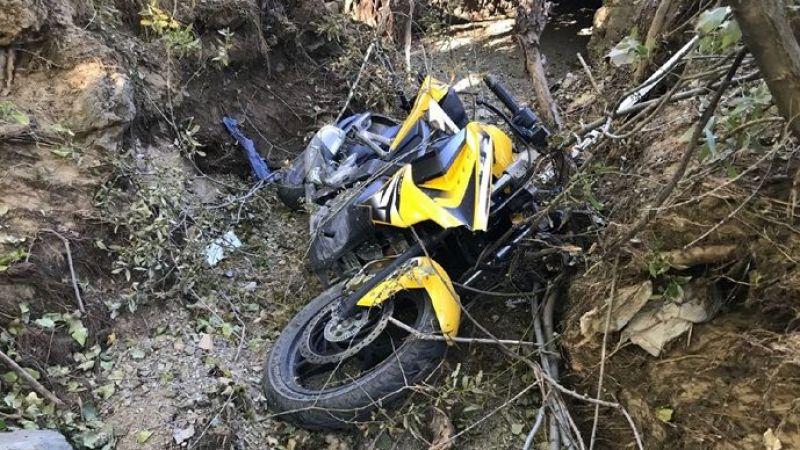 Motosiklet elektrik direğine çarptı: 1 ölü 1 yaralı
