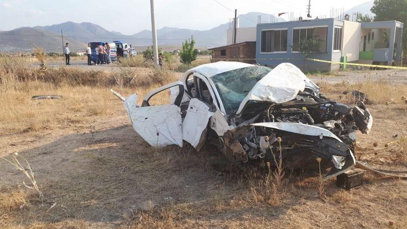Otomobil hurdaya döndü, sürücüsü can verdi