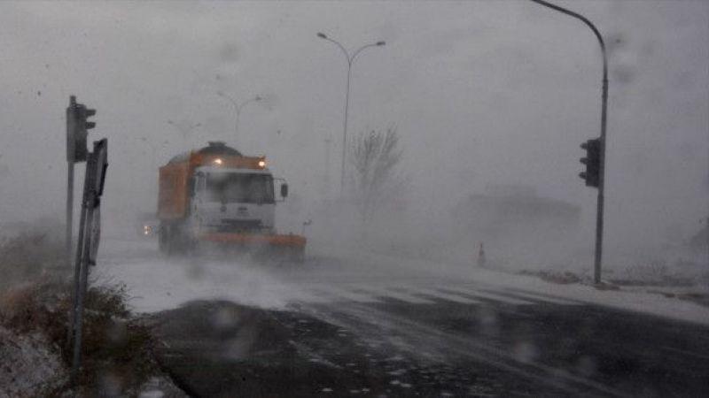 Elbistan'da kar ve fırtına hayatı olumsuz etkiliyor