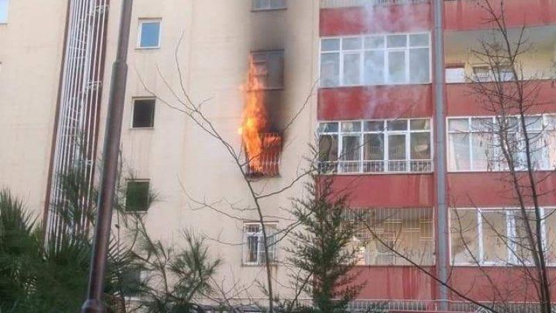 Ev yandı dumandan etkilenen 5 kişi hastaneye kaldırıldı