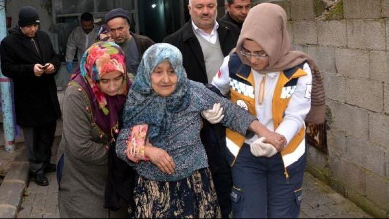 Yaşlı kadını gasp ederek altınlarını çaldılar
