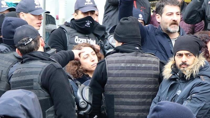 HDP'li vekil köpek gibi polis memurunun kolunu ısırdı