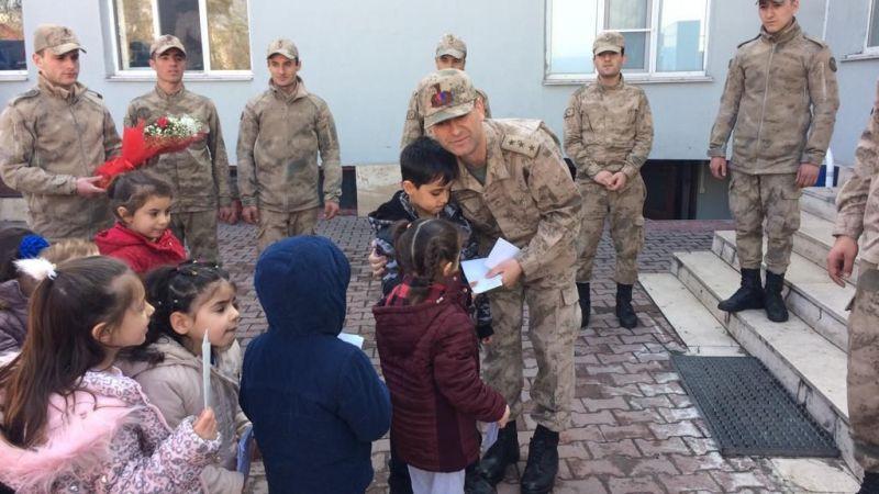 Anaokulu öğrencilerinden askerlere mektup
