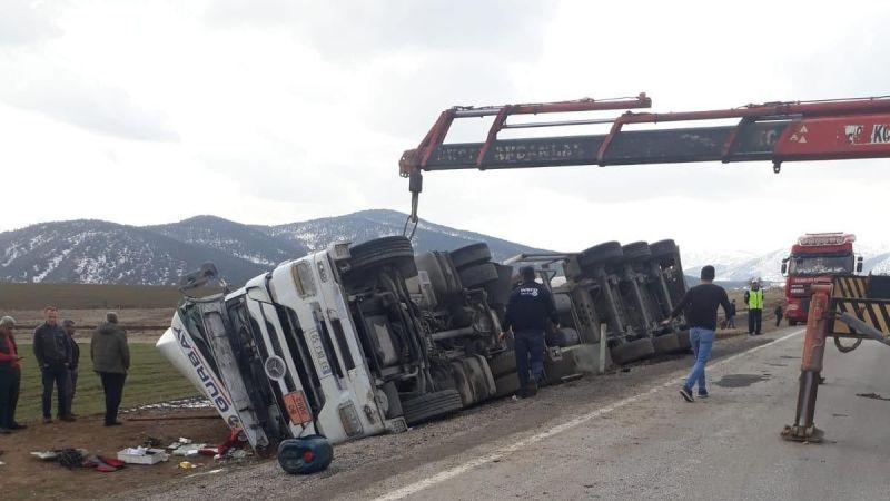 Elbistan - Göksun yolunda tanker devrildi karayolu ulaşıma kapatıldı