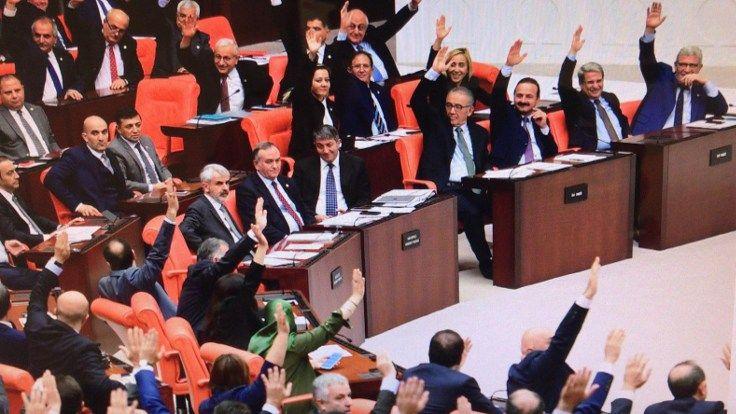 Emeklilikte Yaşa Takılanlar (EYT) için yeni teklif mecliste!