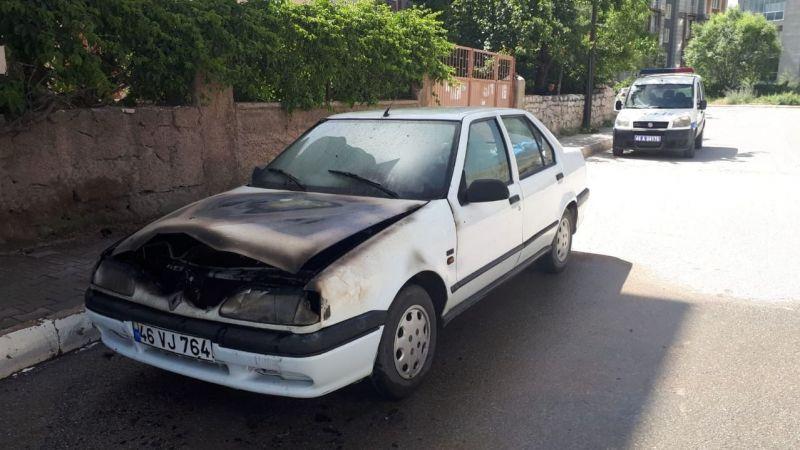 Seyir halindeyken arızalanan otomobil yandı