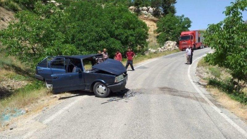 Otomobiller çarpıştı: 13 yaralı
