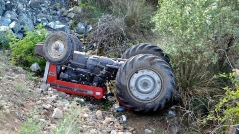 Takla atan traktörde sürücü ve eşi öldü