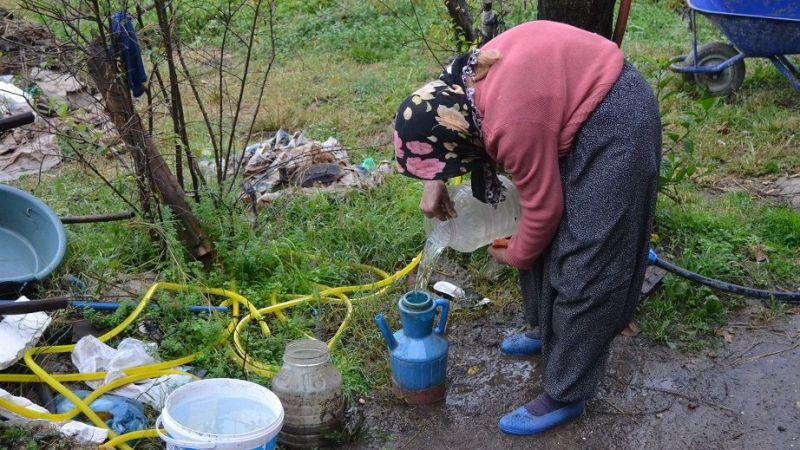 Melek nine 30 yıldır evine su taşıyor