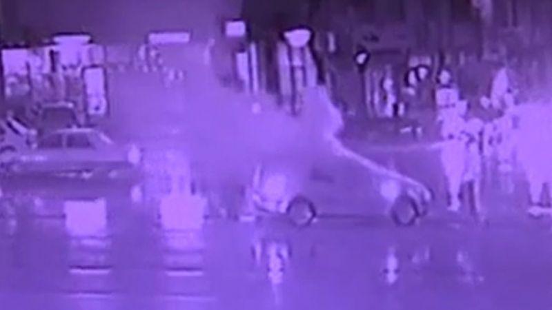 Elbistan'da seyir halindeki otomobil yandı
