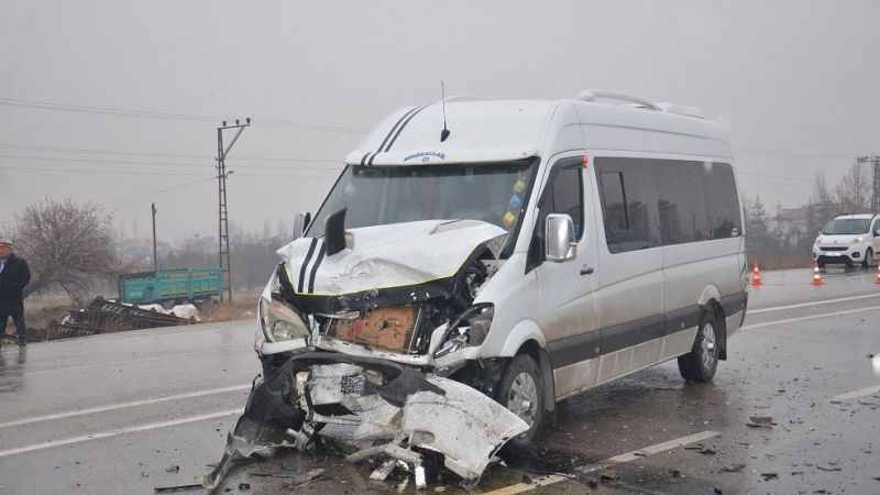 Elbistan'da minibüsler çarpıştı: 5 yaralı