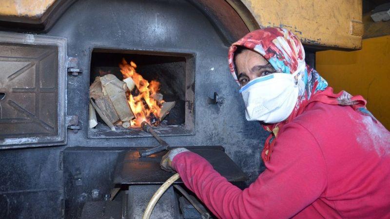 Elbistan'daki kalorifer ateşçisi kadın azmiyle örnek oluyor
