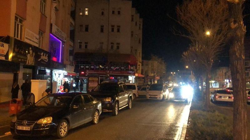 Elbistan'da vatandaşlar fırın ve marketlere akın etti