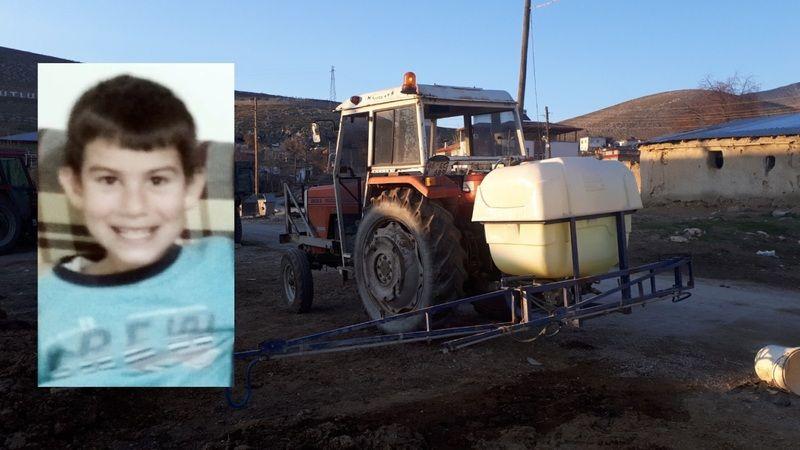 Traktör ile ilaçlama makinesi arasına sıkışan çocuk hayatını kaybetti