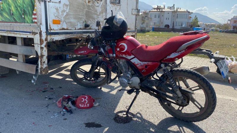 Elbistan'da trafik kazası: Kamyonete arkadan çarptı