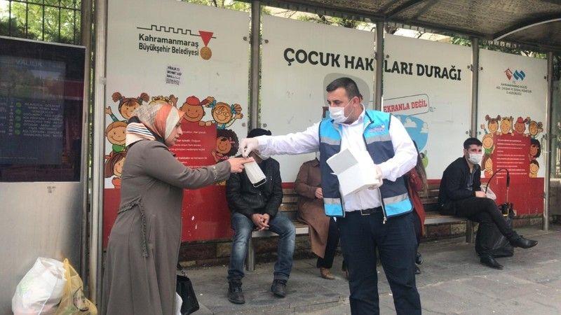 Büyükşehir merkez ilçelerde maske dağıtımına devam ediyor