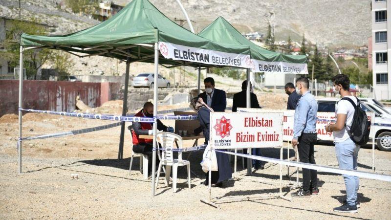 Elbistan Belediyesi ücretsiz maske dağıtmaya başladı