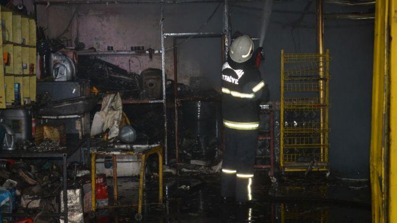 Küçük Sanayi Sitesindeki yangında oto tamirhanesi küle döndü