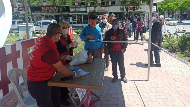 Elbistan'da ücretsiz maske dağıtımı devam ediyor