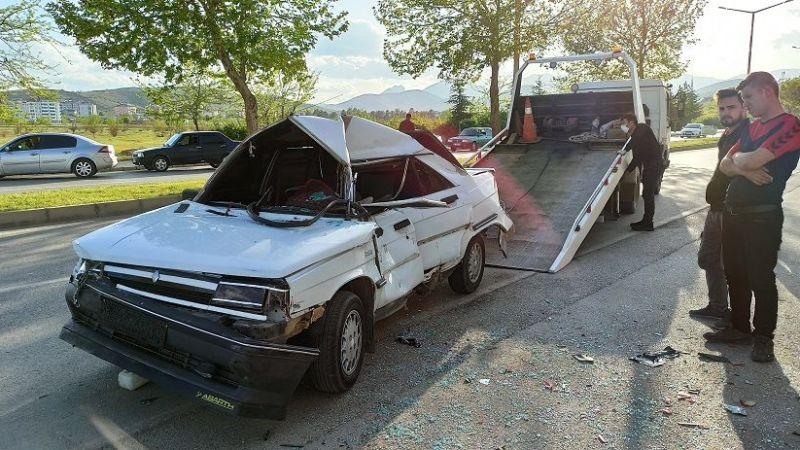 Afşin'de feci trafik kazası:1'i ağır 2 yaralı