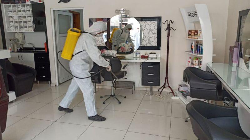 Elbistan'da berber ve kuaförler dezenfekte ediliyor