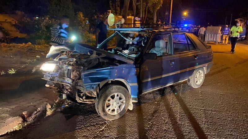 Elbistan'da trafik kazası! Otomobiller çarpıştı: 4 yaralı