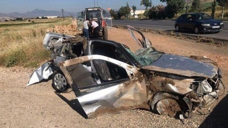 Kahramanmaraş yolunda otomobil takla attı: 2 ölü