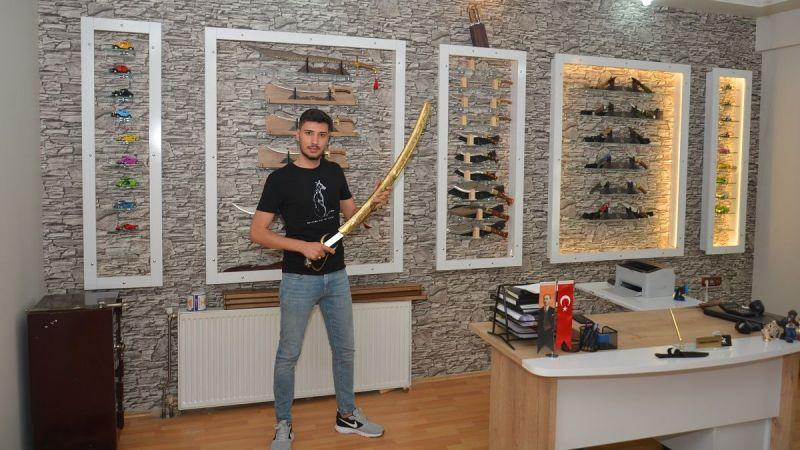 Elbistanlı genç girişimci 6 ülkeye hediyelik kılıç ihraç ediyor