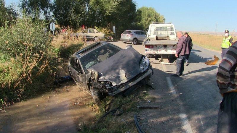 Elbistan'da trafik kazası: Otomobiller çarpıştı 3 yaralı