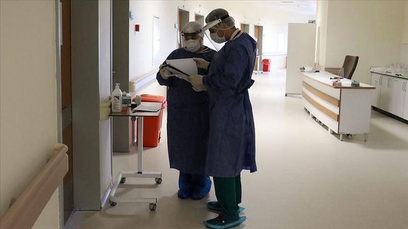 Türkiye'de bugün 74 kişi koronavirüse yenik düştü